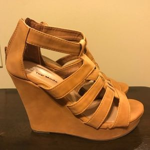 Strap wedges size 6